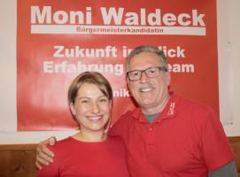 Die Bürgermeisterkandidatin Monika Waldeck mit dem SPD-Ortsvereinsvorsitzenden Rudolf Teichmann freuen sich über die große Resonanz des Vortrags